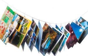 ansichtkaarten aan een waslijn